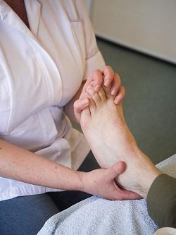 Massaging toes image