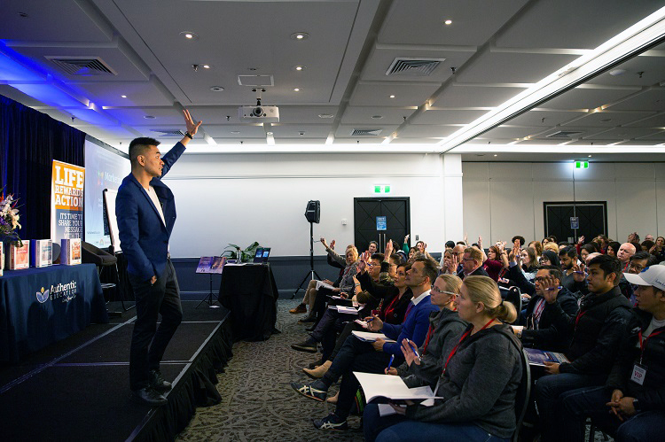 How To Sell Coaching Services With Live Presentations blog image